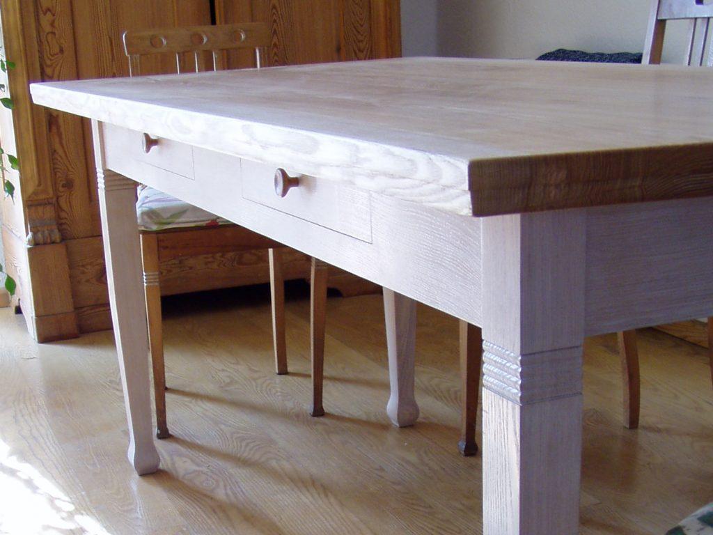 Tisch – Holz in Form